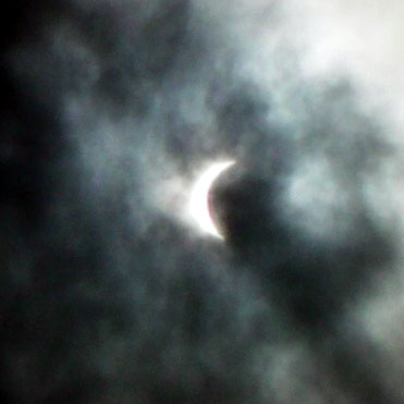 北九州市内の日食1(10:56ごろ撮影)/明るさ補正済み
