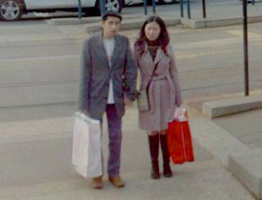 アジア人のカップル(新婚旅行の日本人かも?)(コントラスト補正)
