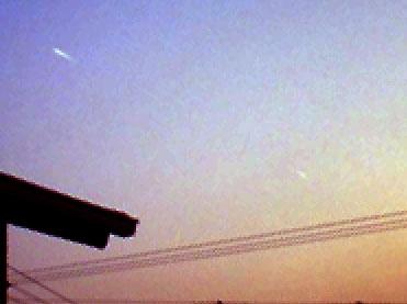 【写真解析】宮地真緒のUFO?(APR2008)/手動レベル補正→反時計回り60度回転→拡大×2→トリミング