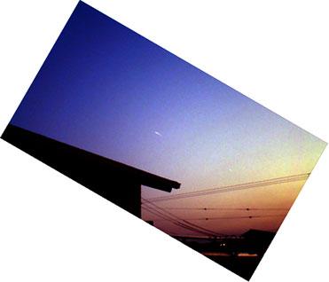 【写真解析】宮地真緒のUFO?(APR2008)/手動レベル補正→反時計回り60度回転→