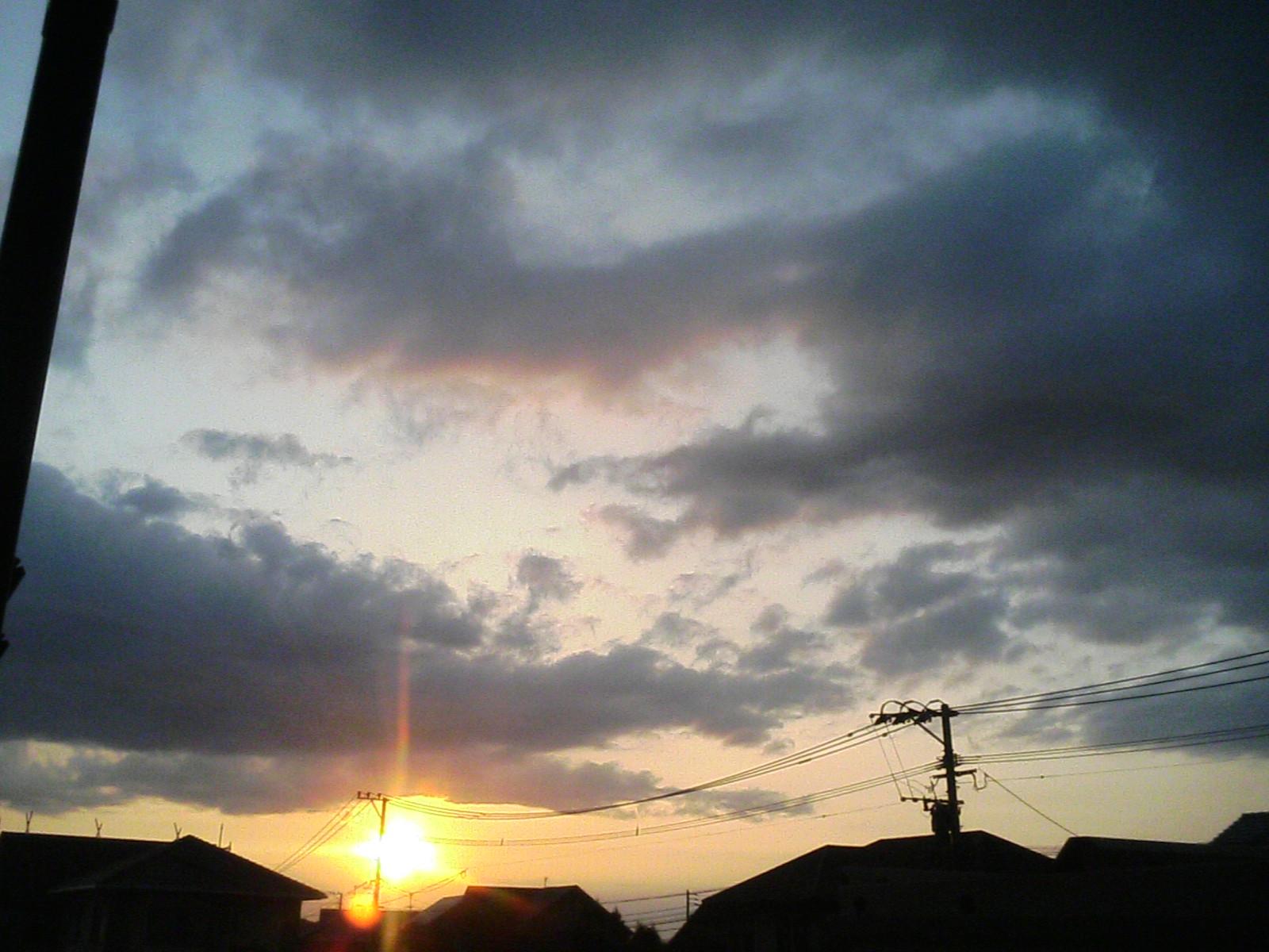 北九州市内ではきれいな夕焼け(19:06撮影)